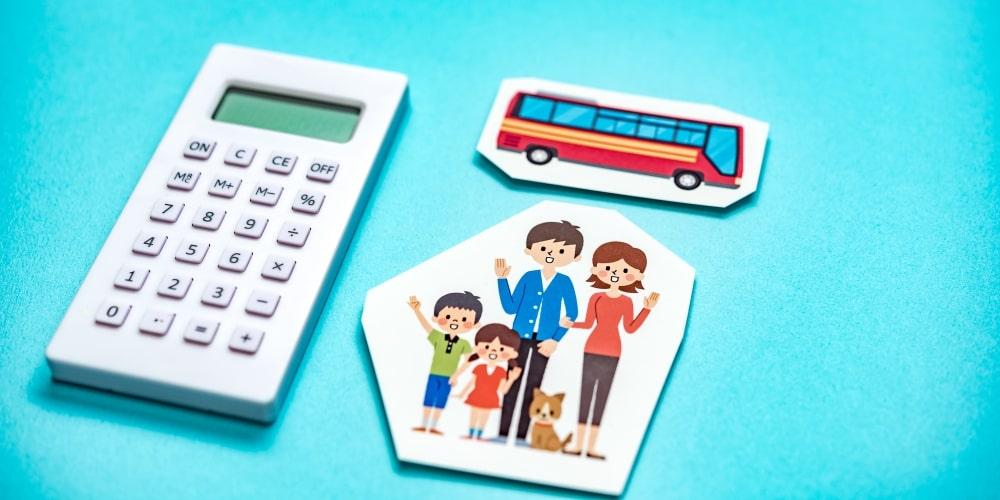 電卓と貸切バスのイラスト